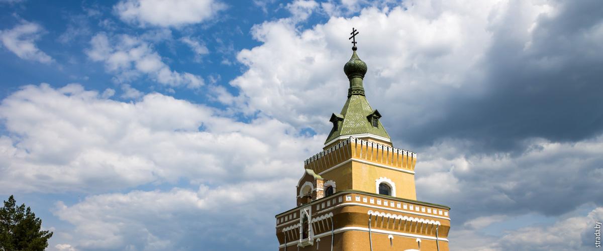 Лесная: мемориальная часовня и памятник в честь победы русских войск