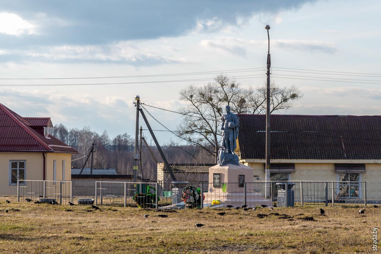 Братская могила советских воинов, Довск, Рогачёвский район, Гомельская область