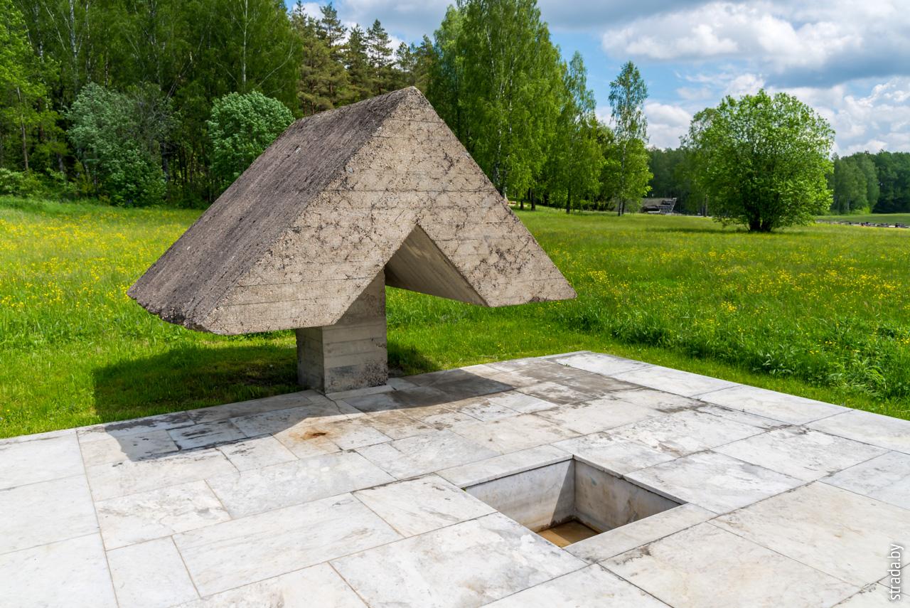символические колодцы, Хатынь, Логойский район, Минская область
