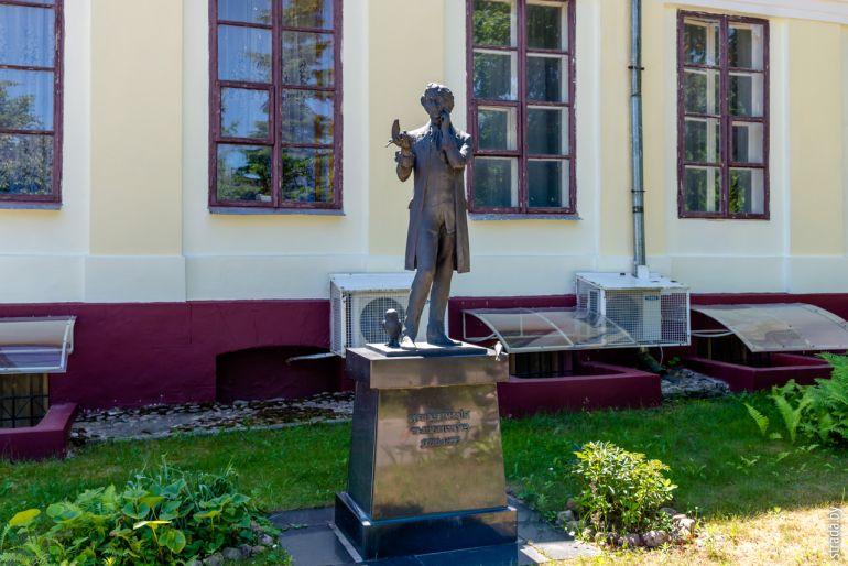 Памятник Константину Тизенгаузу