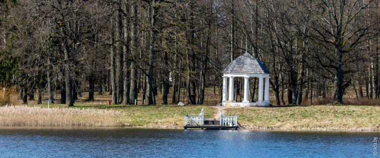 Станьково: усадьба Чапских, церковь св. Николая и Марат Казей