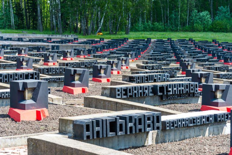 символическое «Кладбище деревень»
